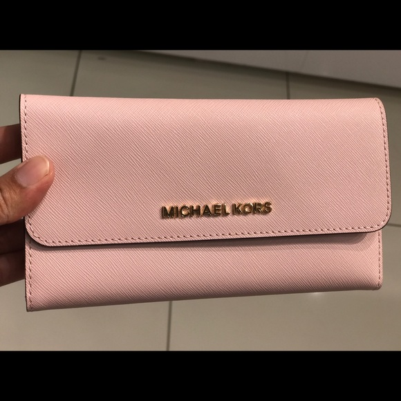 0a81fb349554 Michael Kors Bags | Jet Set Lg Tri Fold Wallet Leather | Poshmark